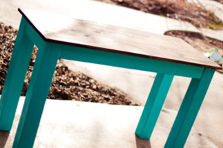 Стол в деревенском стиле