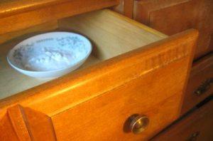 Избавиться от запаха в шкафу