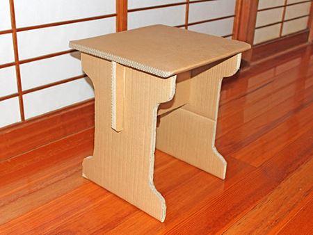 Самодельный картонный столик