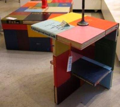 Самодельный столик из книг