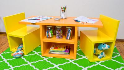 Самодельный стол и стул для ребенка
