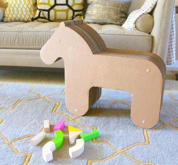 Картонная лошадка