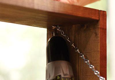 Дверца на цепях