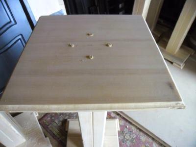 Заклеиваем отверстия деревянными пробками