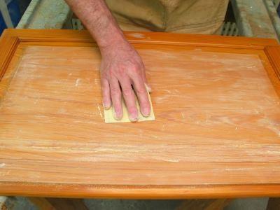 Заделать воском трещины и сколы