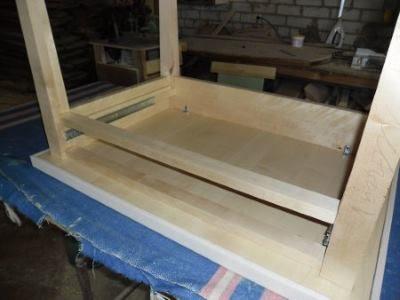 Столешница на мебельных уголках