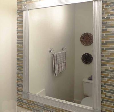 Стильное зеркало в ванной