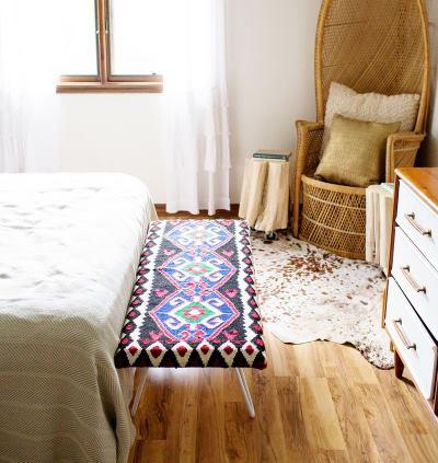 Скамейка в спальне