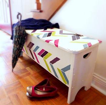 Покрасить скамейку в прихожей