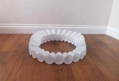 Из пластиковых стаканчиков