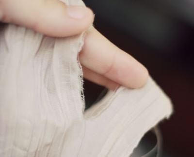 Разрываем полоски ткани