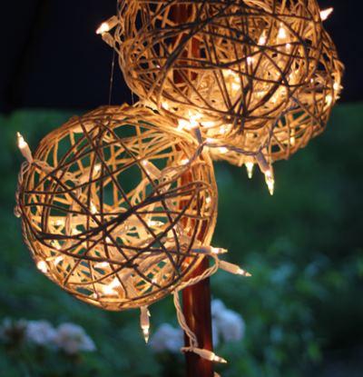 Декоративные фонари на загородном участке