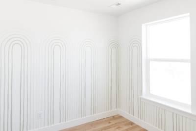 Арочный узор на стене