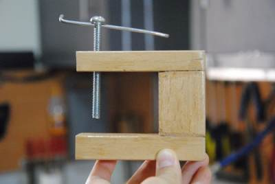 Самодельная деревянная струбцина